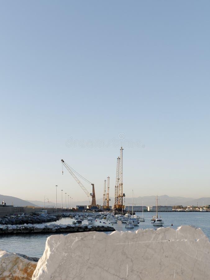 vue de port de Carrare de Di de marina images libres de droits