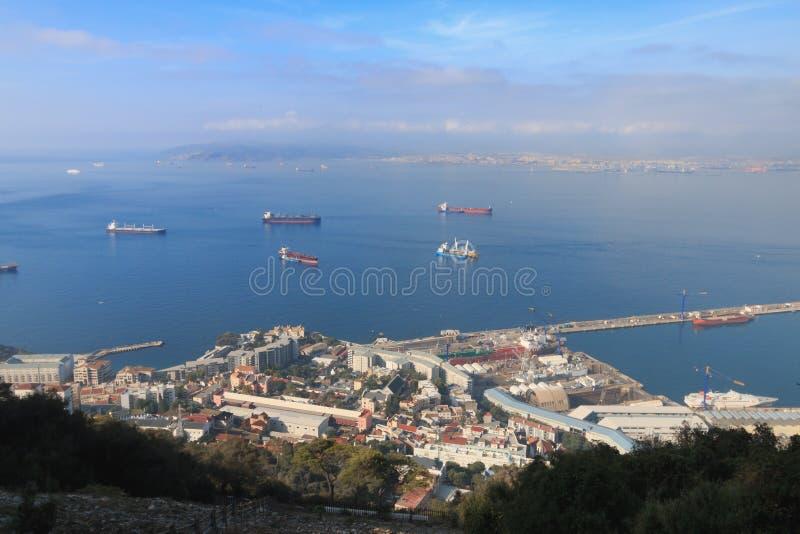 Vue de port du Gibraltar de la roche, saison d'été photographie stock