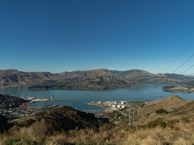 Vue de port de Lyttleton du haut de chemin de frein de Christchurch Port Hills photos stock