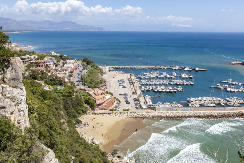 Vue de port de San Felice Circeo images libres de droits
