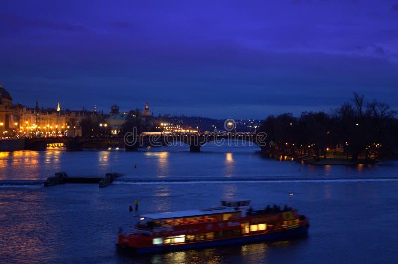 Vue de Prague de nuit photographie stock libre de droits