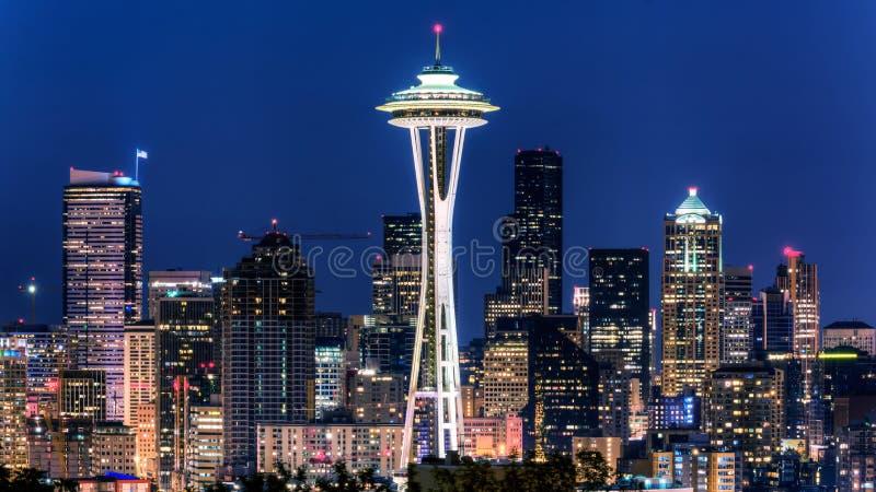Vue de Puget Sound avec les cieux bleus et Seattle du centre, Washington, Etats-Unis photographie stock