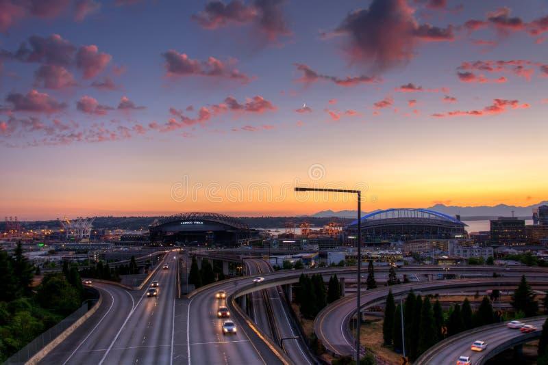 Vue de Puget Sound avec les cieux bleus et Seattle du centre, Washington, Etats-Unis photo stock
