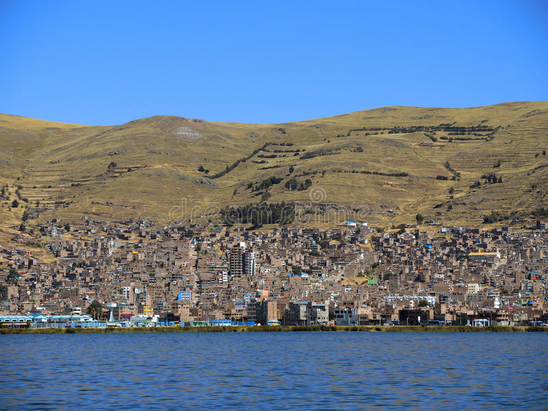 Download Vue de Puno, Pérou photo stock. Image du péruvien, maison - 77158536