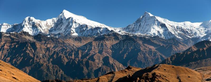 Vue de Putha Churen Himal et de Dhaulagiri Himal photographie stock
