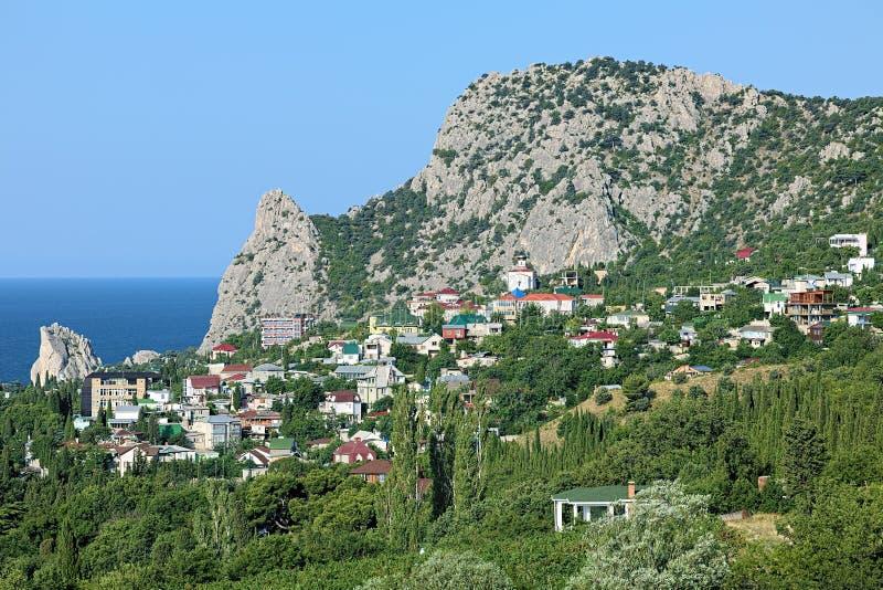 Vue de règlement de bâti Koshka et de Simeiz en Crimée image libre de droits