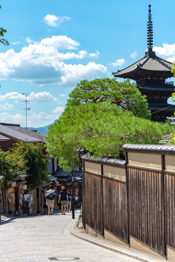 Vue de région de Yasaka-dori avec la pagoda de Yasaka de temple de Hokanji images stock