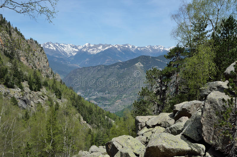 Vue de ressort des Pyrénées, Andorre image stock