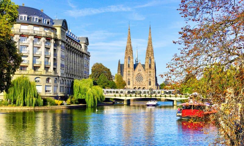 Vue de rivière de cathédrale de Strasbourg - France, voyage l'Europe image stock