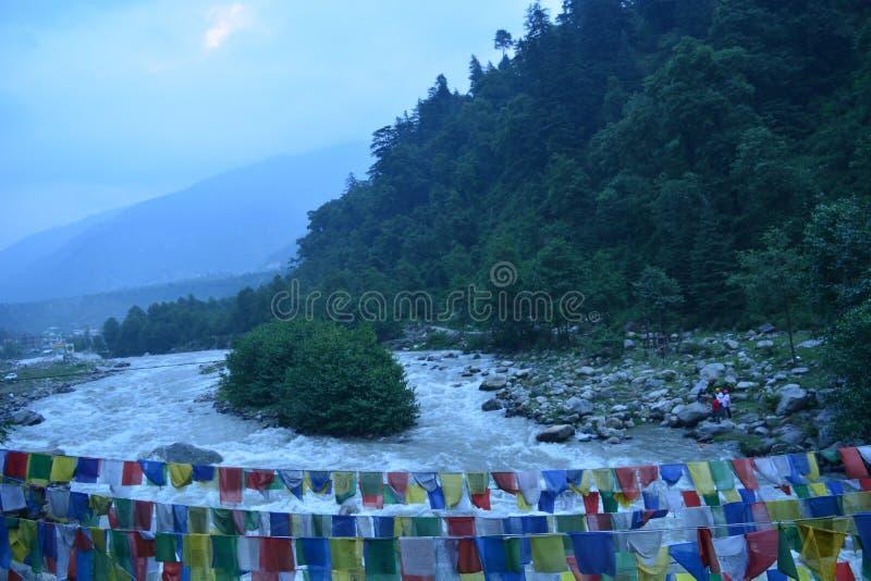 Vue de rivière d'Inde de manali de ville photo libre de droits