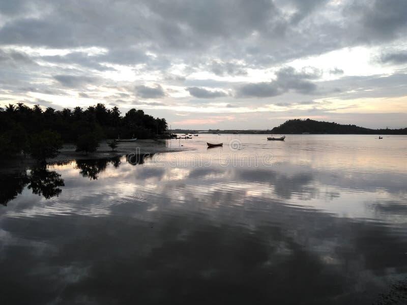 Vue de rivière de Kali le soir aux timen de coucher du soleil image libre de droits