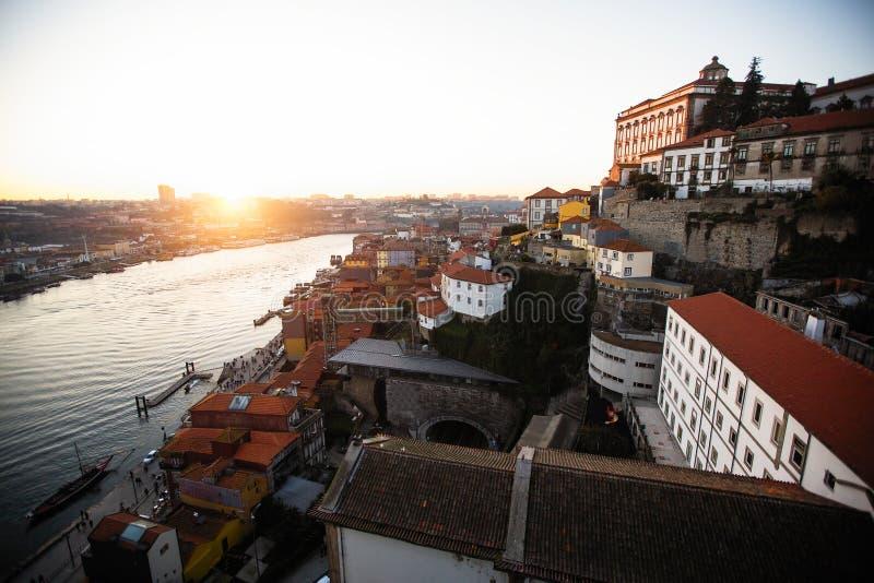 Vue de rivière et de Ribeira de Douro de pont de Dom Luis I, Porto photo libre de droits