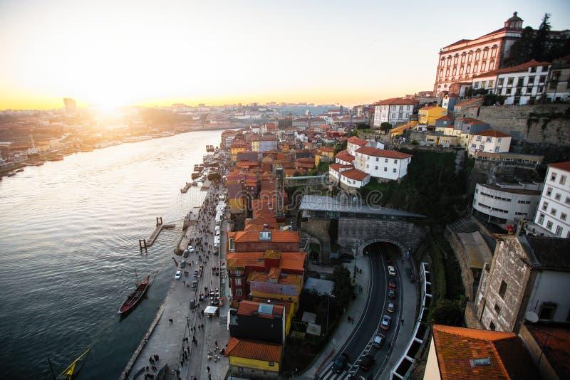 Vue de rivière et de Ribeira de Douro de pont de Dom Luis I, Porto images stock
