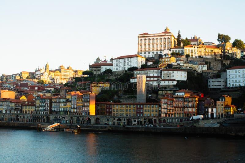 Vue de rivi?re de Douro et de Ribeiro, Porto image libre de droits