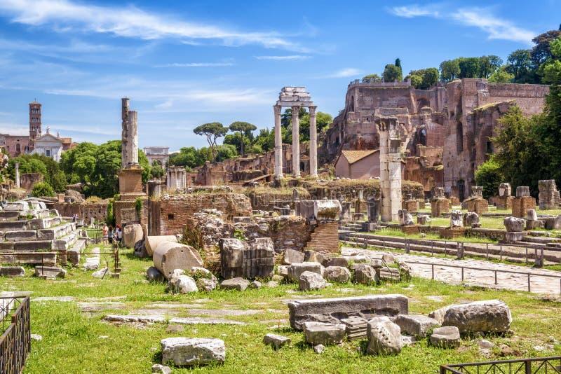 Vue de Roman Forum en été, Rome, Italie photos stock