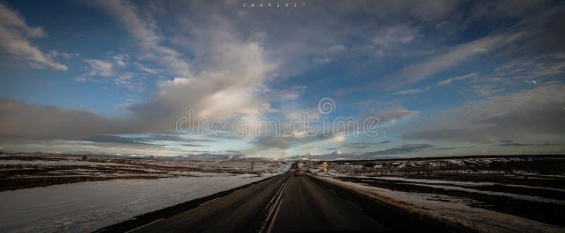 Vue de route à l'EYJAFJALLAJÃ-KULL célèbre images stock