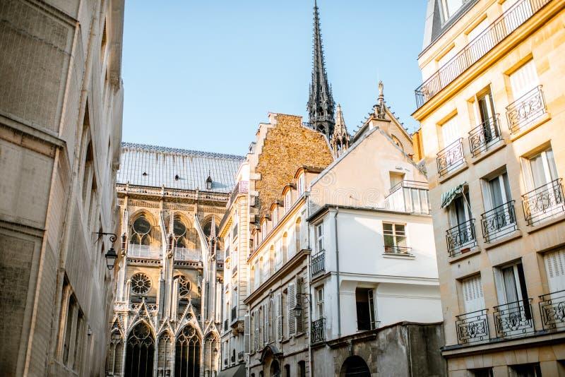 Vue de rue à Paris image stock