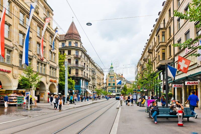 Vue de rue à Zurich, Suisse Zurich est la plus grande ville photographie stock libre de droits