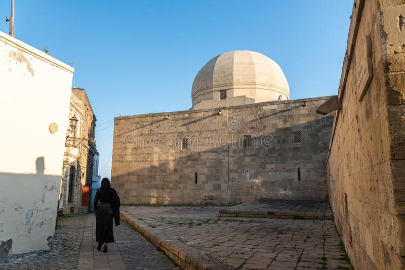Vue de rue dans la vieille ville d'Icherisheher de Bakou, Azerbaïdjan photo stock