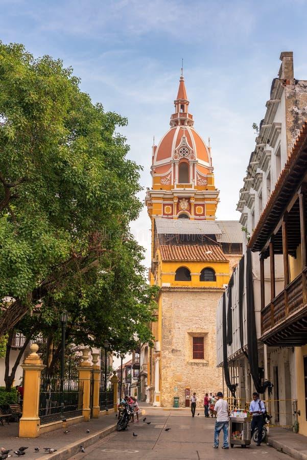 Vue de rue de cathédrale de Carthagène image stock