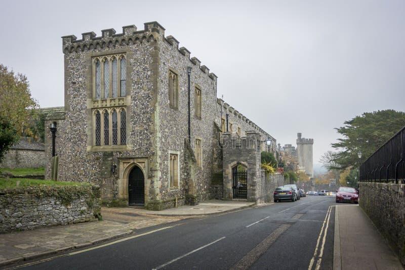 Vue de rue de château d'Arundel, le Sussex occidental photographie stock