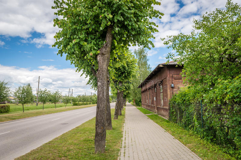 Vue de rue de Dzelzcela dans Gulbene, Lettonie photographie stock
