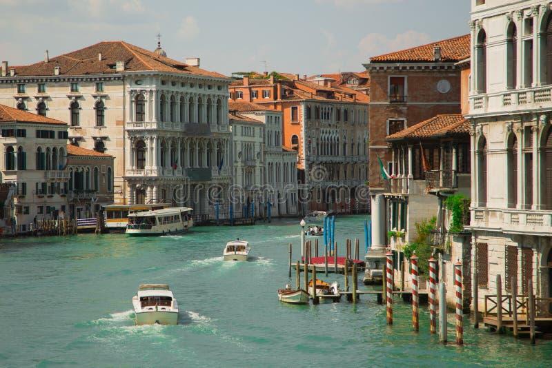 Vue de rue de l'eau et de vieux bâtiments à Venise Canal à Venise, Italie Architecture et points de repère de Venise images stock