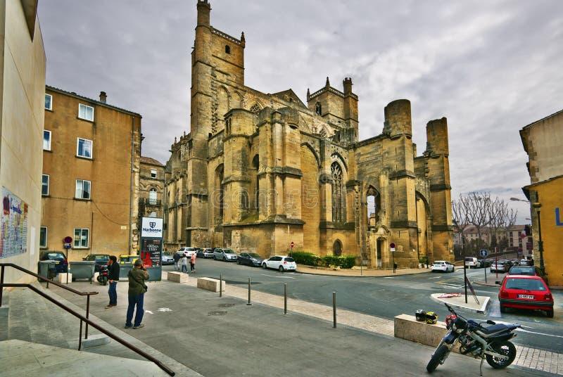 Vue de rue de Saint-Juste-et-saint-Pasteur de cathédrale à Narbonne photographie stock libre de droits