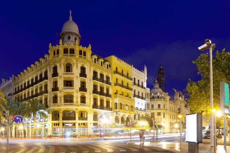 Vue de rue de ville dans la nuit. Valence, Espagne photo libre de droits