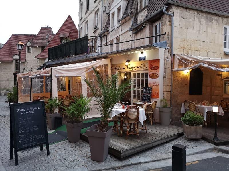 Vue de rue du bâtiment dans la ville de Caen, France photo libre de droits