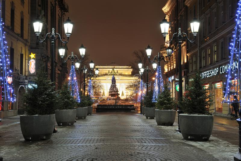 Vue de rue de Malaya Sadovaya au théâtre d'Alexandrinsky St Petersburg Russie photographie stock libre de droits