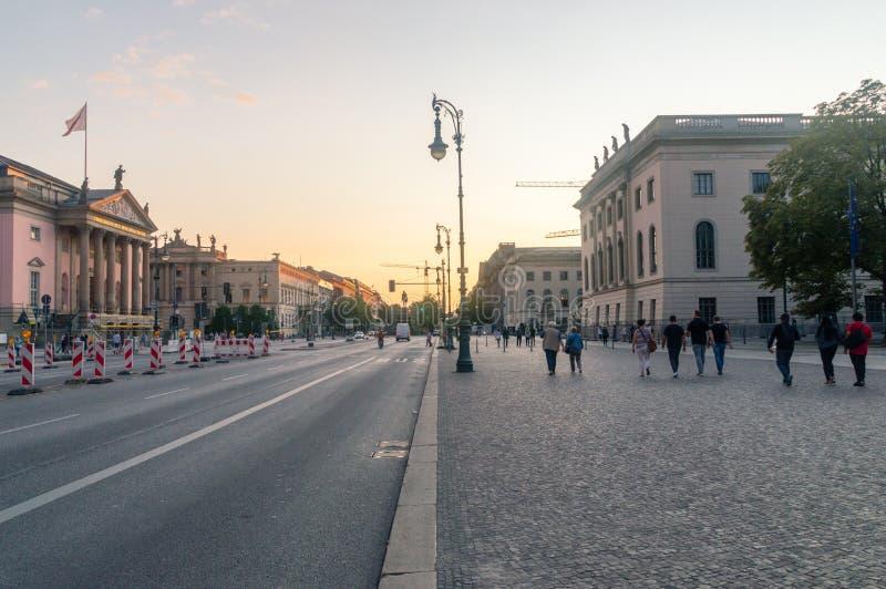 Vue de rue de tilleul de repaire d'Unter au coucher du soleil images stock