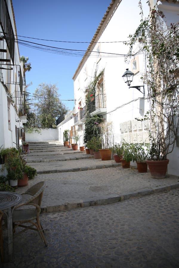 Vue de rue typique de la vieille ville d'Ibiza photographie stock libre de droits
