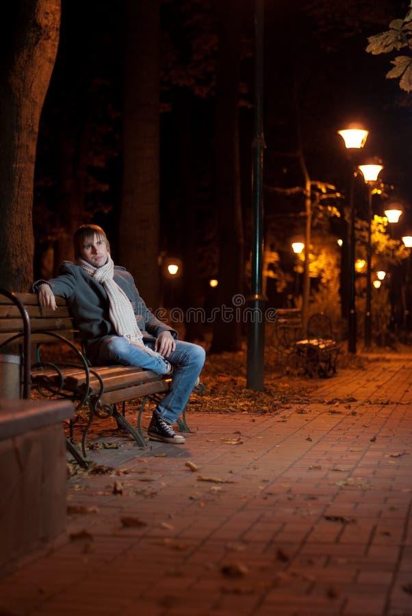 Vue de ruelle de nuit photo stock