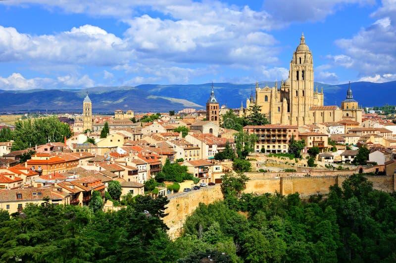 Vue de Ségovie, Espagne avec la cathédrale et les murs médiévaux image libre de droits