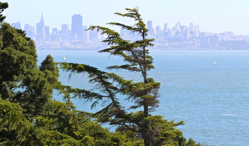 Vue de San Francisco d'île de belvédère photos stock