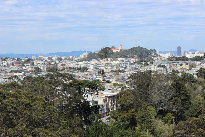 Vue de San Francisco, la Californie, Staite uni de l'Amérique Maisons colorées uniques de en l'été photo libre de droits