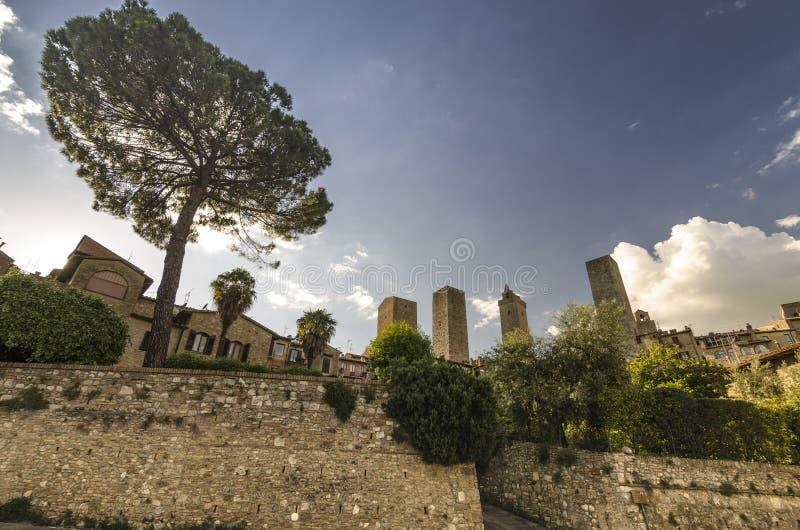 Vue de San Gimignano avec ses tours caract?ristiques, Italie images libres de droits