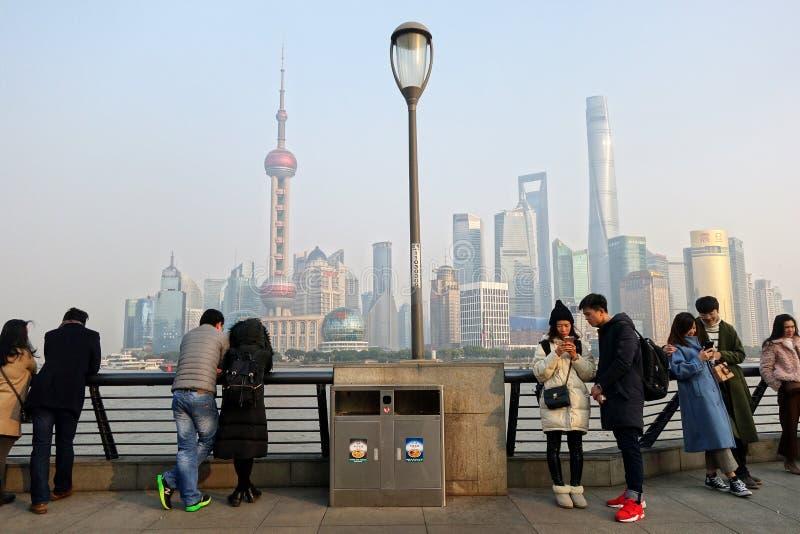 Vue de secteur de Pudong du secteur de bord de mer de Bund à Changhaï photo stock