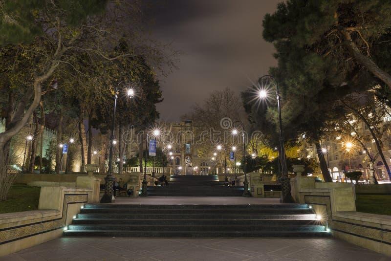 Vue de soirée d'une du parc du ` s de Bakou photos libres de droits