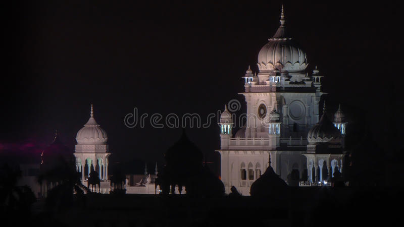 Vue de soirée de bloc administratif d'université du Roi George Medical dans Lucknow, Inde photos stock