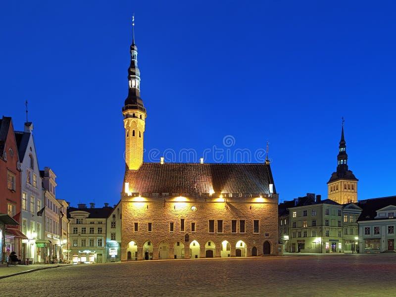 Vue de soirée de hôtel de ville, Estonie de Tallinn image libre de droits