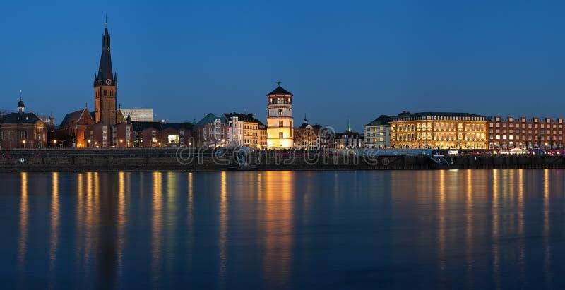 Vue de soirée de vieille ville de Dusseldorf photos stock