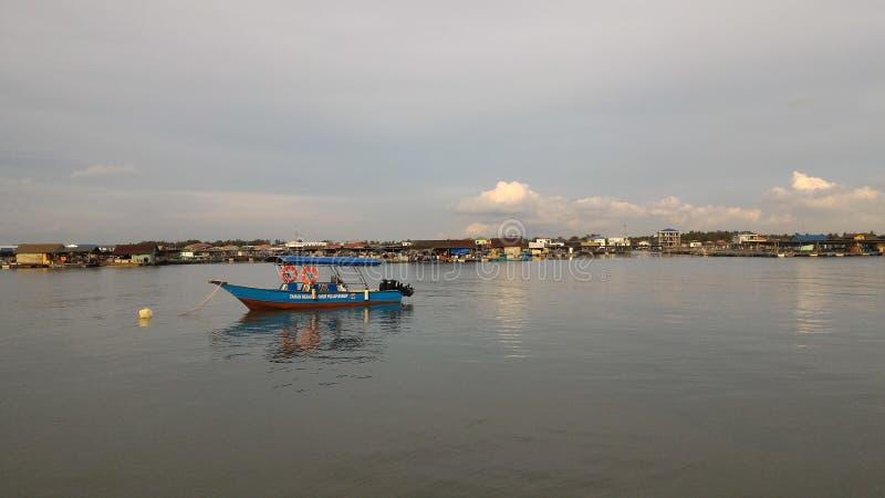 Vue de soirée de village de pêche de Kukup photographie stock