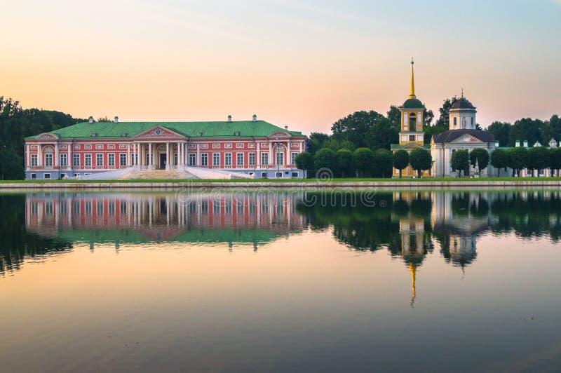 Vue de soirée du musée Kuskovo, ancien domaine de réservation d'état de pays d'été du XVIIIème siècle moscou Russie images stock