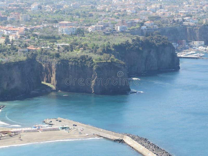 Vue de Sorrente d'en haut Mer tyrrhénienne bleue l'Italie photos libres de droits