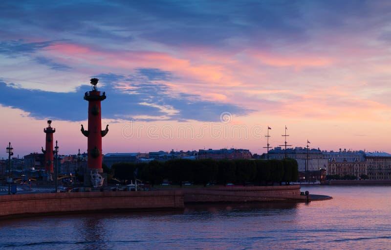 Vue de St Petersburg dans l'aube d'été photographie stock