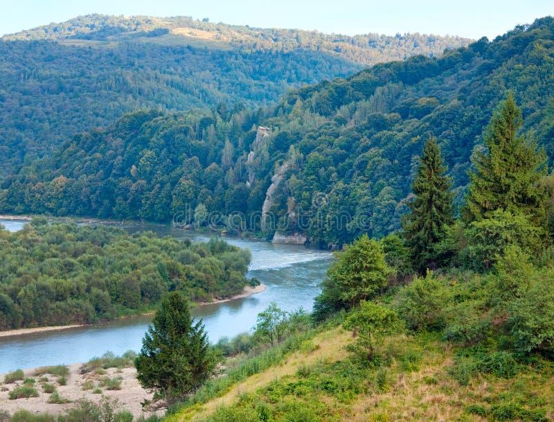 Vue de Stryj River Valley d'été. photos stock