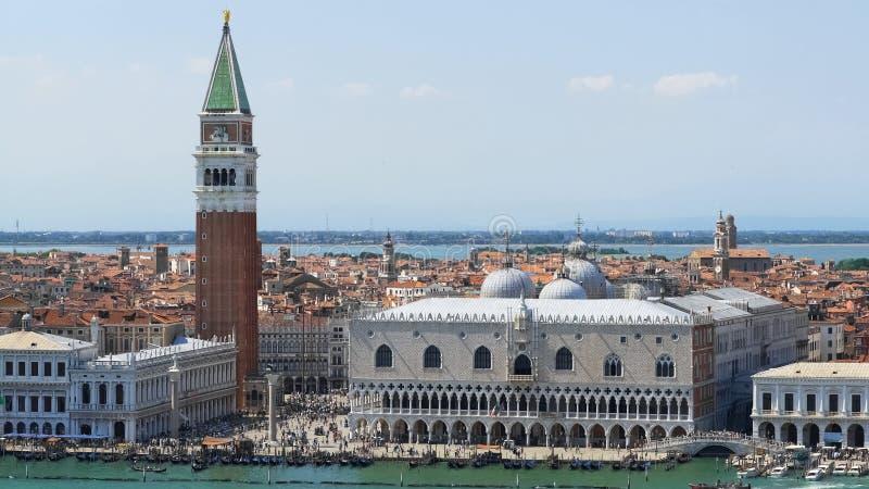 Vue de stupéfaction du palais de doges et de la tour, visite guidée vers Venise, tourisme photo libre de droits