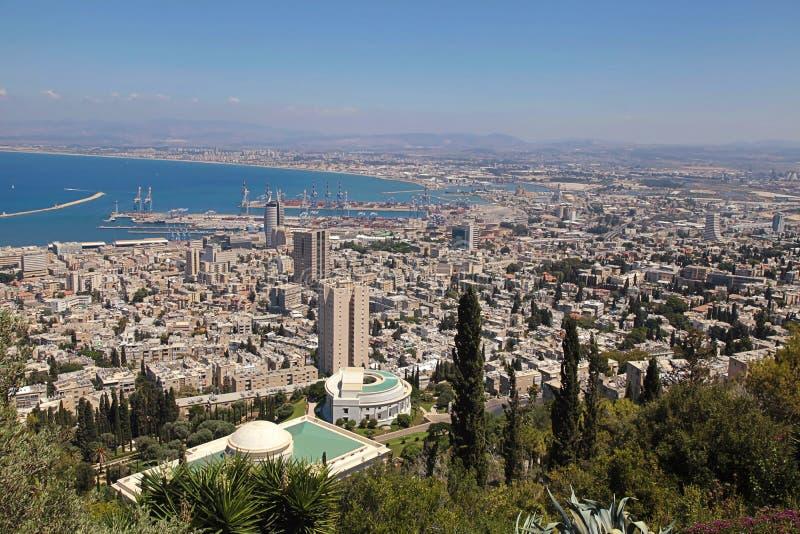 Vue de support Carmel vers le port et Haïfa en Israël images libres de droits